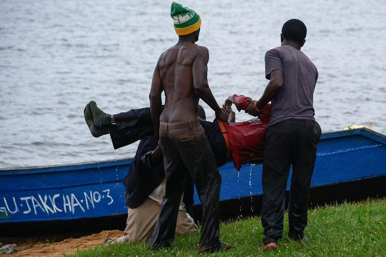 Ship with 100 crew members capsized on Lake Victoria [Photos] 4