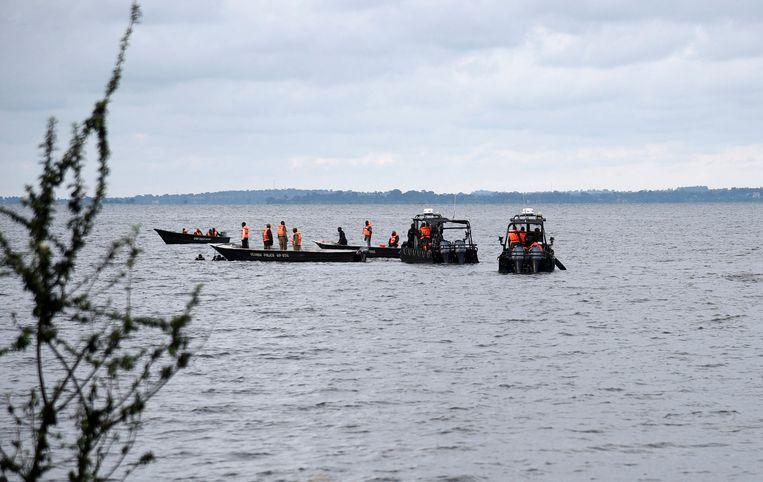 Ship with 100 crew members capsized on Lake Victoria [Photos] 1