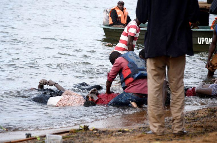 Ship with 100 crew members capsized on Lake Victoria [Photos] 2