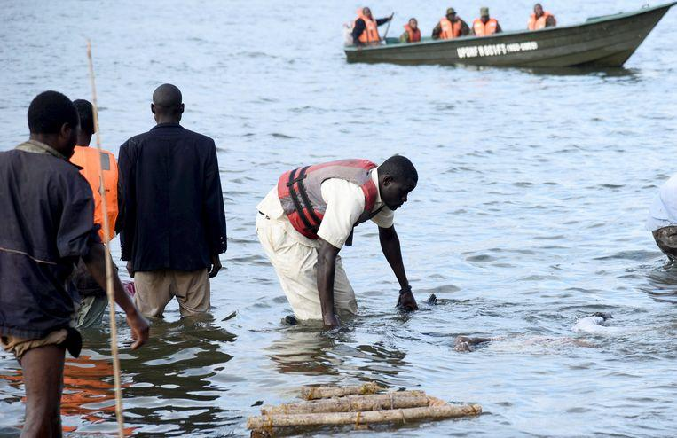 Ship with 100 crew members capsized on Lake Victoria [Photos] 5