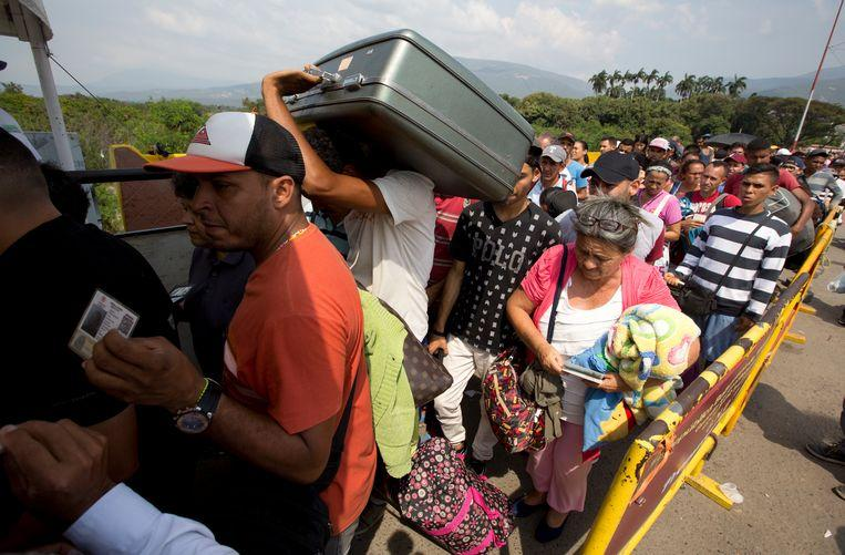 Photo of Already 1 million Venezuelans fled to neighboring Colombia