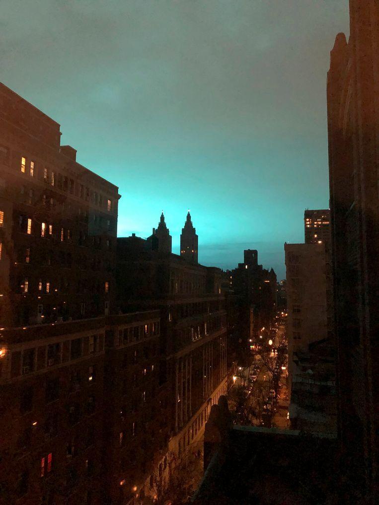 """No aliens in New York"": explosion causes strange bright blue light 2"