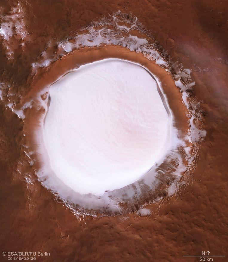 Mars does have white Christmas: water ice layer in Korolev crater 1