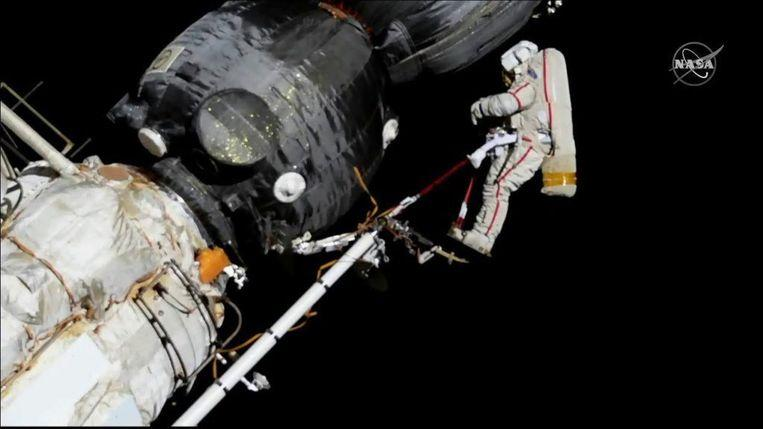 Damaged Soyuz capsule with three astronauts ISS landed safely 4