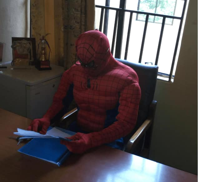 ANSU Lecturer become Spiderman to help his students [Photos] 1