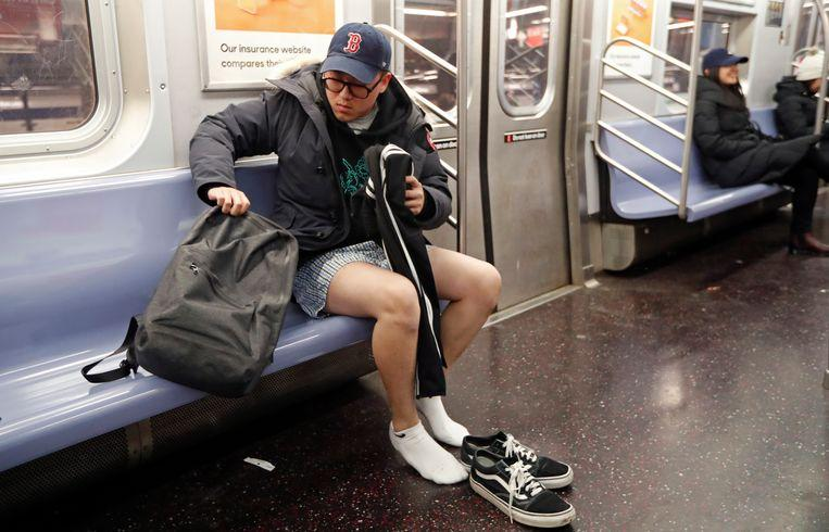 No pants on the metro: No Pants Subway Ride in 50 amusing pictures 18