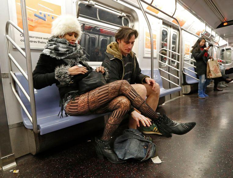 No pants on the metro: No Pants Subway Ride in 50 amusing pictures 19