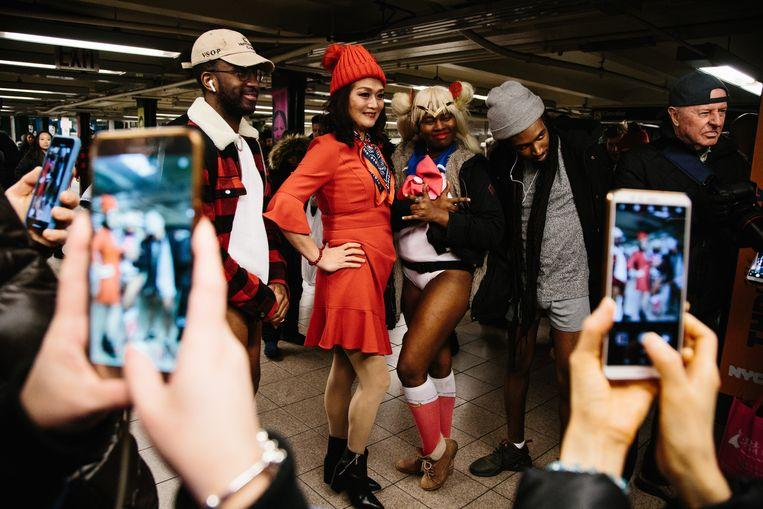 No pants on the metro: No Pants Subway Ride in 50 amusing pictures 20
