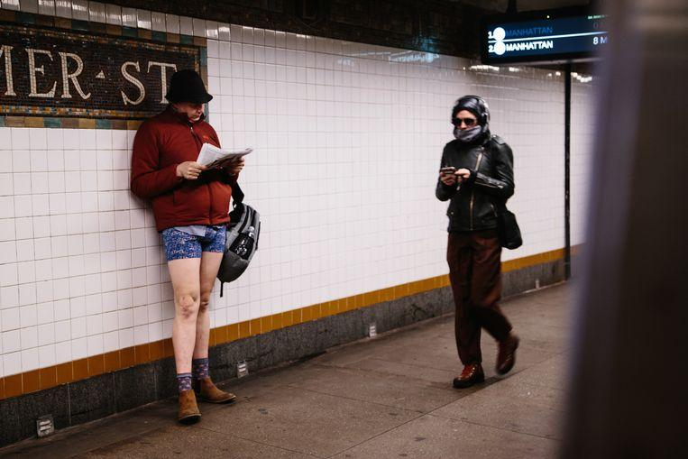 No pants on the metro: No Pants Subway Ride in 50 amusing pictures 23