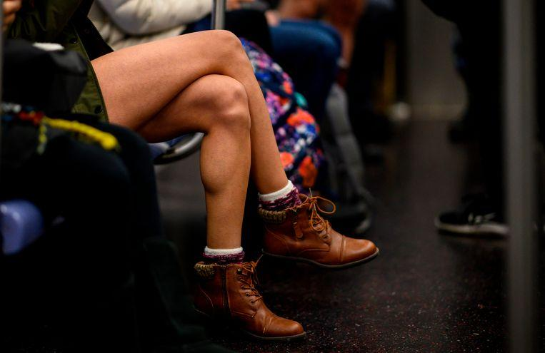 No pants on the metro: No Pants Subway Ride in 50 amusing pictures 25