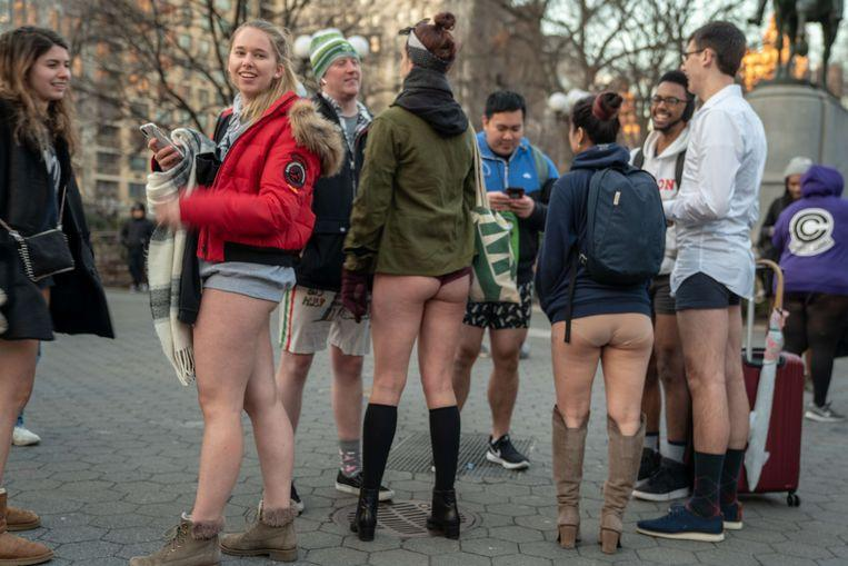No pants on the metro: No Pants Subway Ride in 50 amusing pictures 26