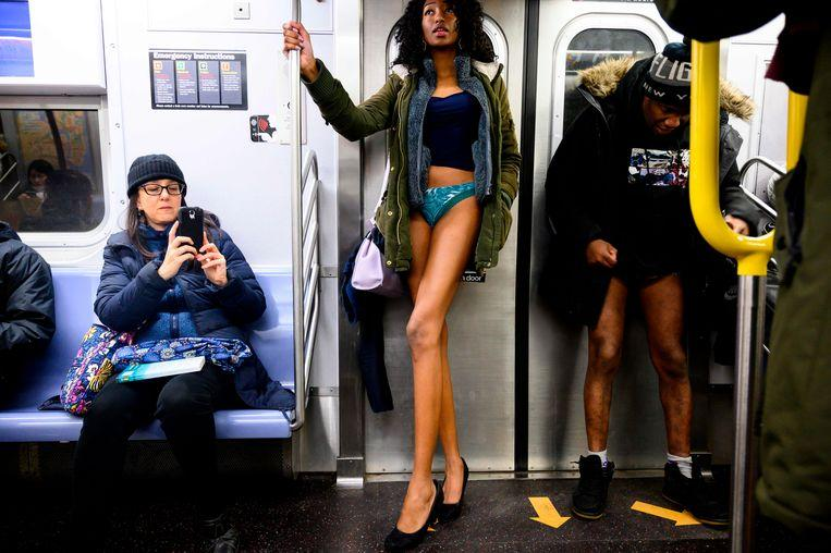 No pants on the metro: No Pants Subway Ride in 50 amusing pictures 29