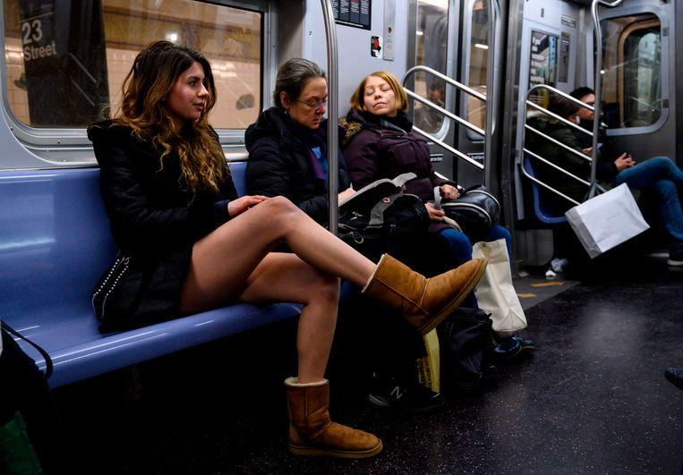 No pants on the metro: No Pants Subway Ride in 50 amusing pictures 31