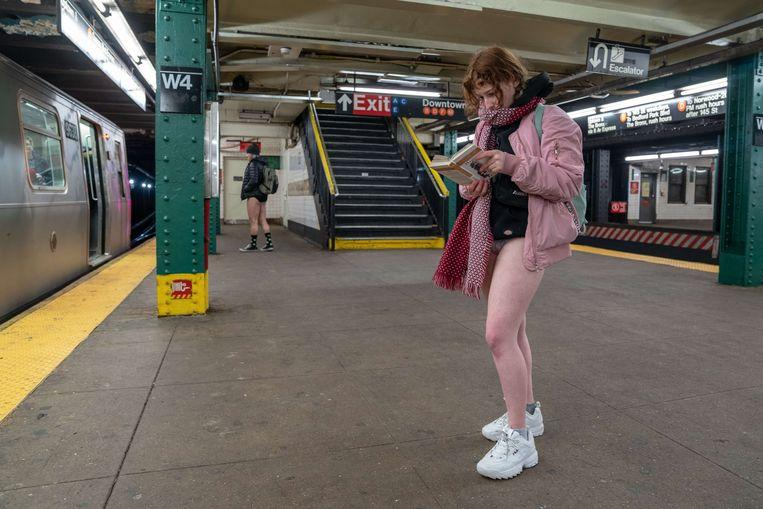 No pants on the metro: No Pants Subway Ride in 50 amusing pictures 33