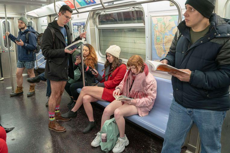 No pants on the metro: No Pants Subway Ride in 50 amusing pictures 32
