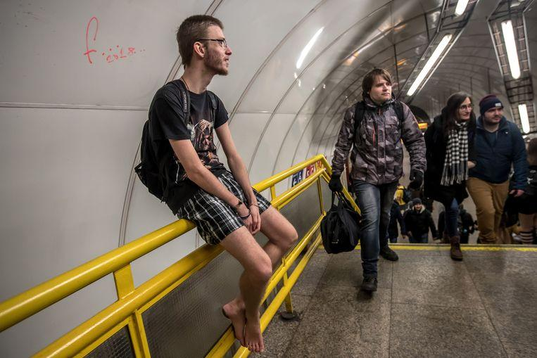 No pants on the metro: No Pants Subway Ride in 50 amusing pictures 38