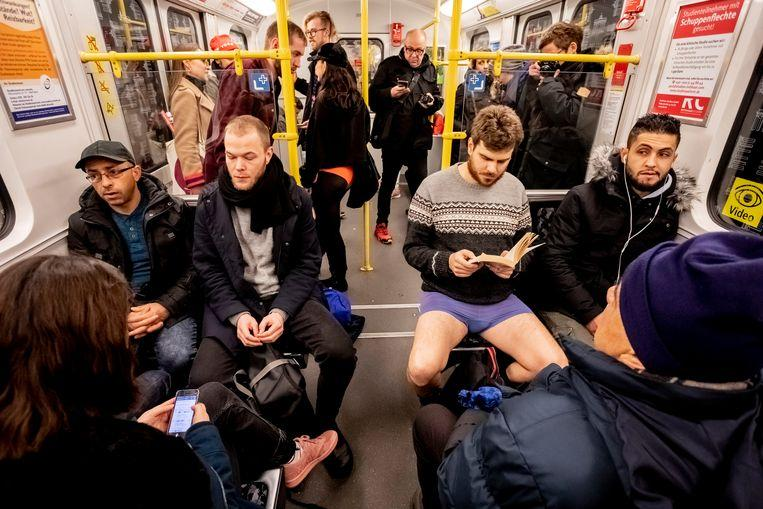 No pants on the metro: No Pants Subway Ride in 50 amusing pictures 40