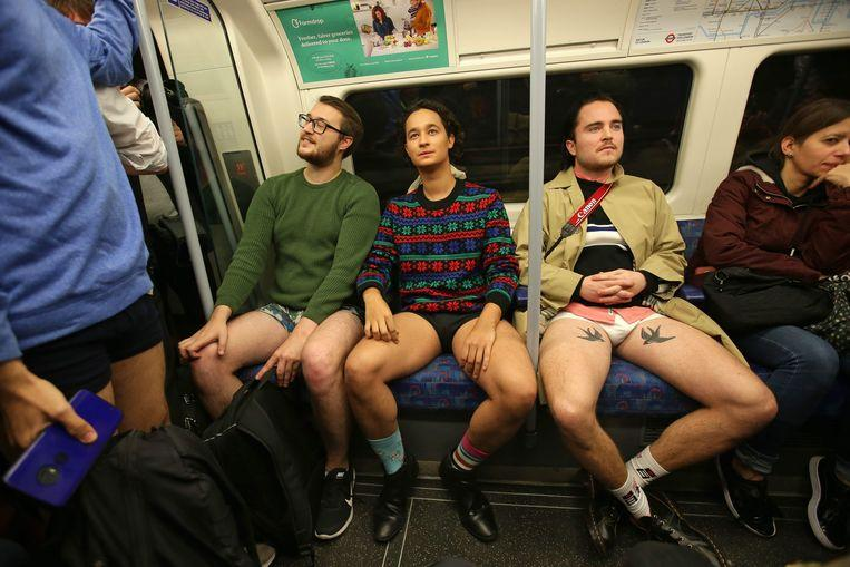 No pants on the metro: No Pants Subway Ride in 50 amusing pictures 43