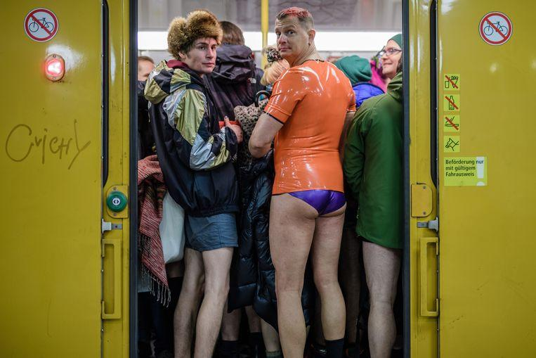 No pants on the metro: No Pants Subway Ride in 50 amusing pictures 44