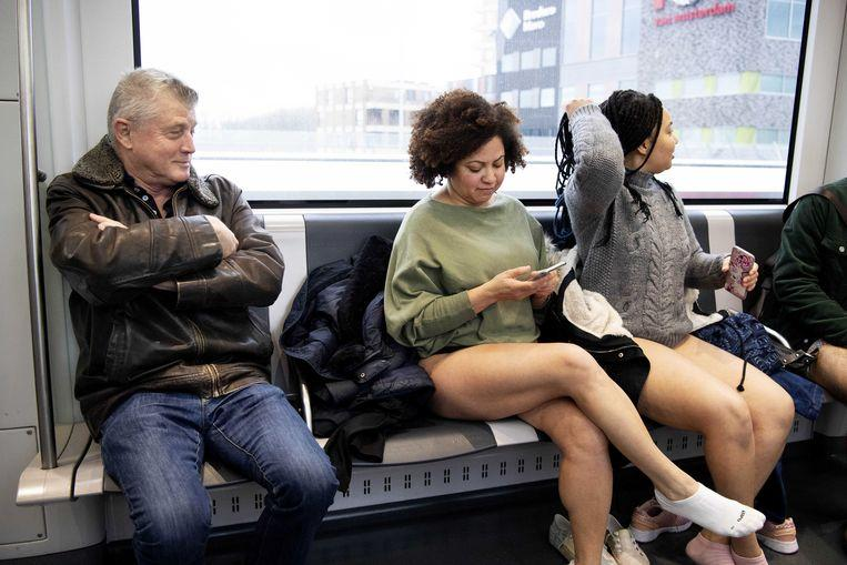 No pants on the metro: No Pants Subway Ride in 50 amusing pictures 10