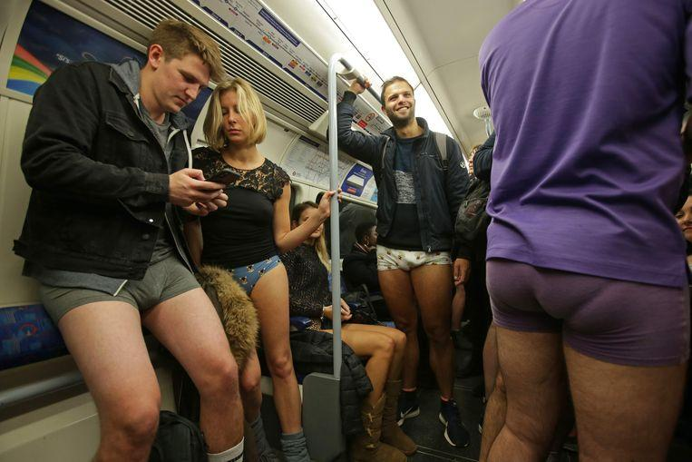 No pants on the metro: No Pants Subway Ride in 50 amusing pictures 46