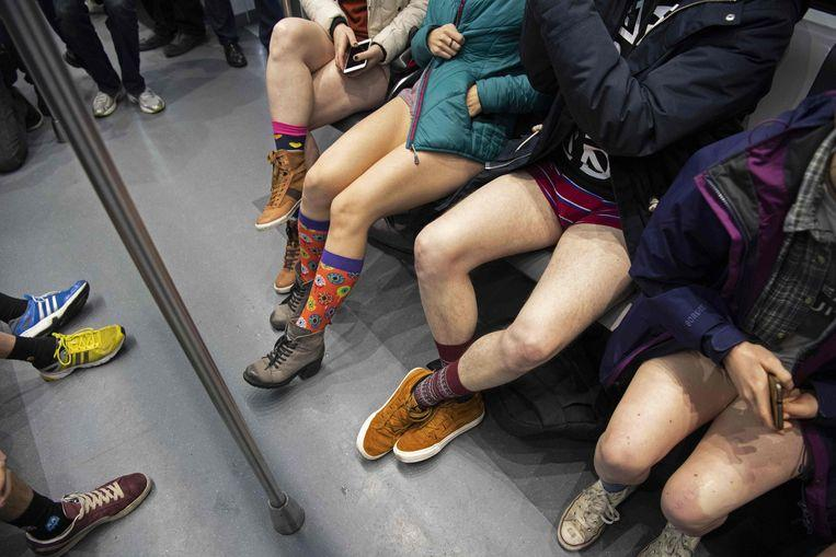 No pants on the metro: No Pants Subway Ride in 50 amusing pictures 48