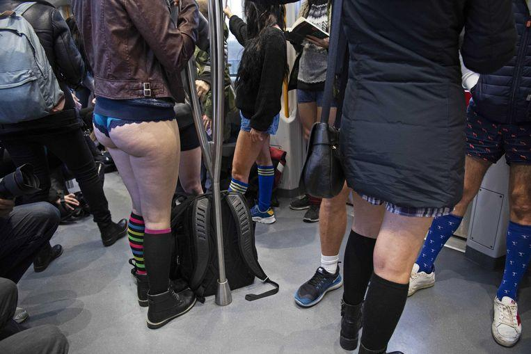 No pants on the metro: No Pants Subway Ride in 50 amusing pictures 49