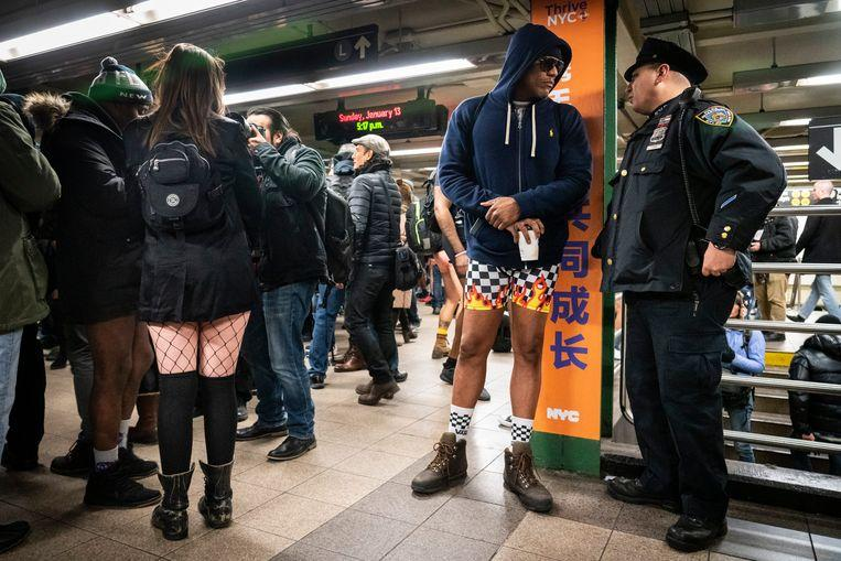 No pants on the metro: No Pants Subway Ride in 50 amusing pictures 11