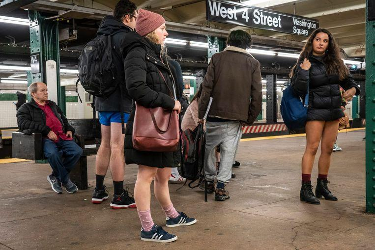 No pants on the metro: No Pants Subway Ride in 50 amusing pictures 14