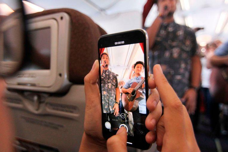 Indonesian airline provides original entertainment on board: live music 1