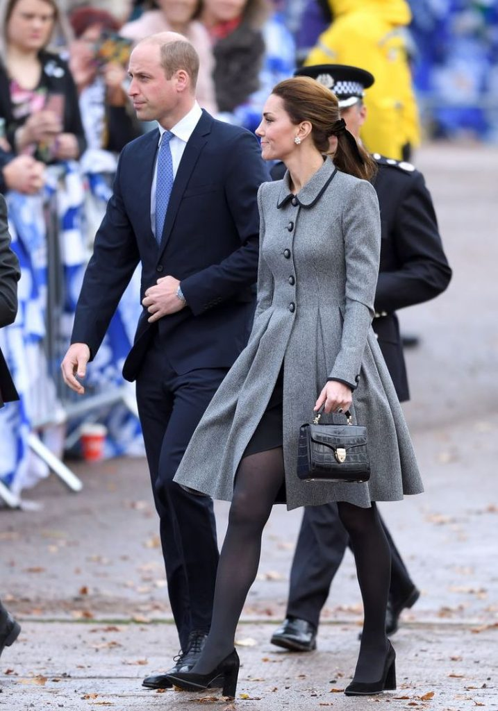Why royals always carry their handbag in their left hand 1