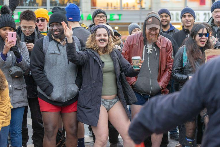 No pants on the metro: No Pants Subway Ride in 50 amusing pictures 2