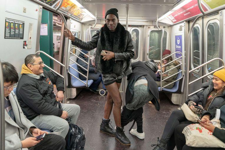 No pants on the metro: No Pants Subway Ride in 50 amusing pictures 3