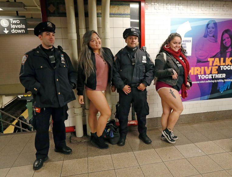 No pants on the metro: No Pants Subway Ride in 50 amusing pictures 4