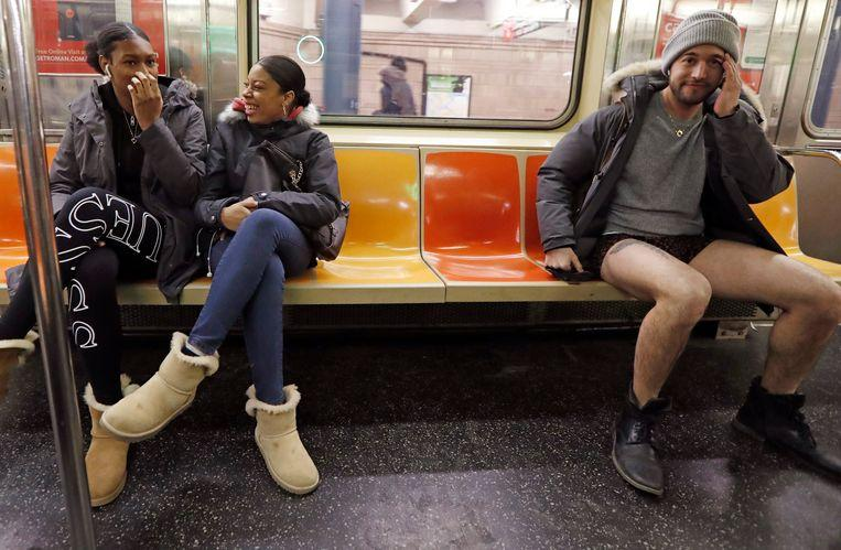 No pants on the metro: No Pants Subway Ride in 50 amusing pictures 5