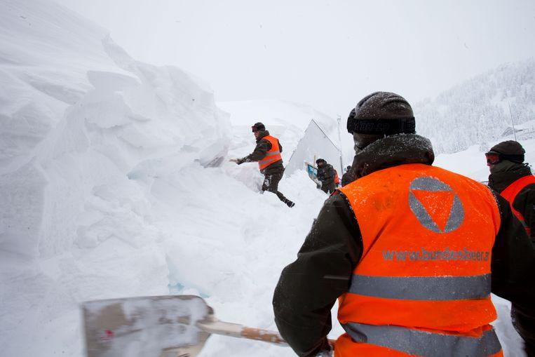 Snow chaos continues in Austria: 11,000 people cut off from the outside world 5