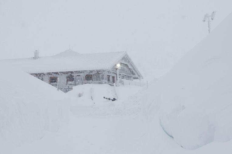 Snow chaos continues in Austria: 11,000 people cut off from the outside world 6