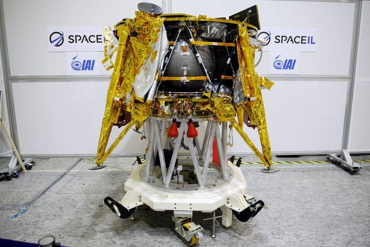 Israel launches the first probe to the moon