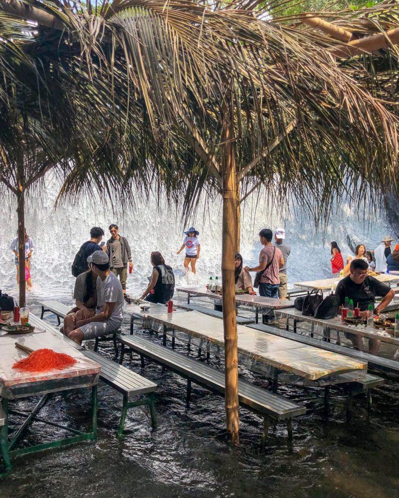 7 beautiful restaurants in a unique place [Photos]