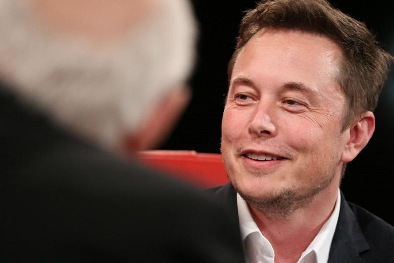 "Elon Musk: ""Tesla starts taxi service with self-driving cars next year"""