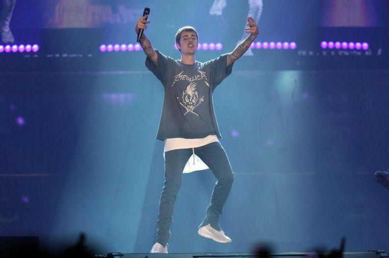 Justin Bieber sued for collision photographer