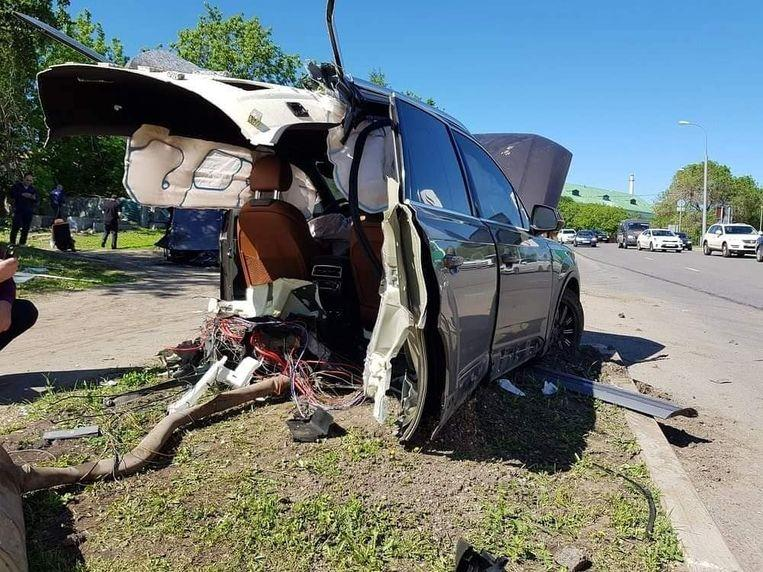Audi Q7 breaks into two pieces after crash in Russia, driver flight