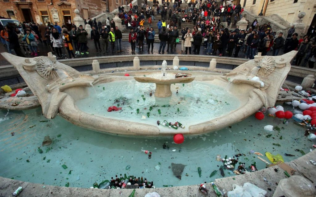 Mayor of Rome wants to blacklist destructive tourists