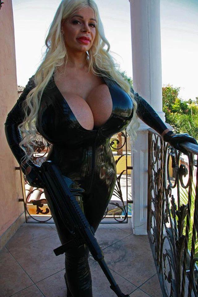 "Martina Big: German model who wants ""biggest breasts"" [Photos]"