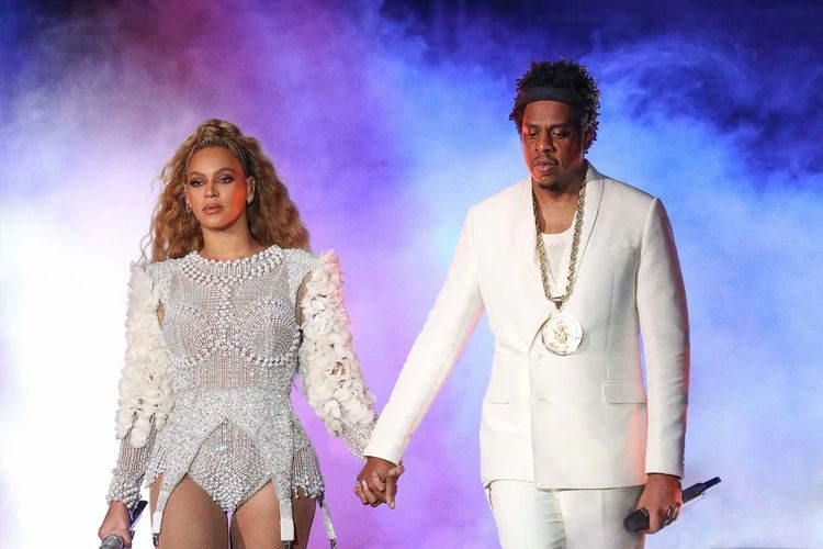 Couple who expose infidelities, lovers, and apologies in their songs