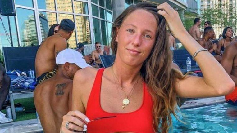 She applies at marketing agency and discovers her bikini photo with nasty comment