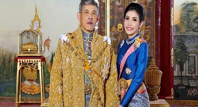 Photo of Thai king fires 'royal bedrooms guards' for adultery and 'inappropriate acts'