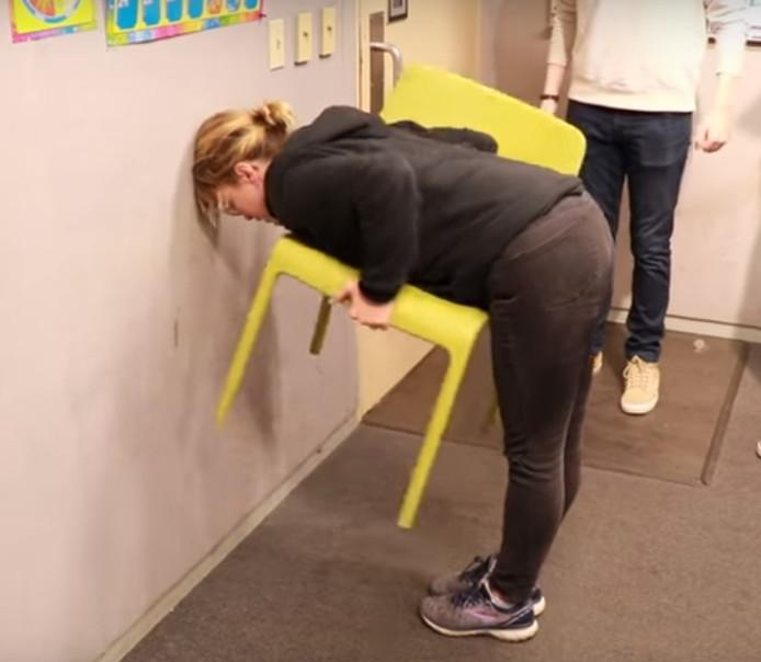 Crazy chairchallenge goes viral: most women can do it but men often cannot