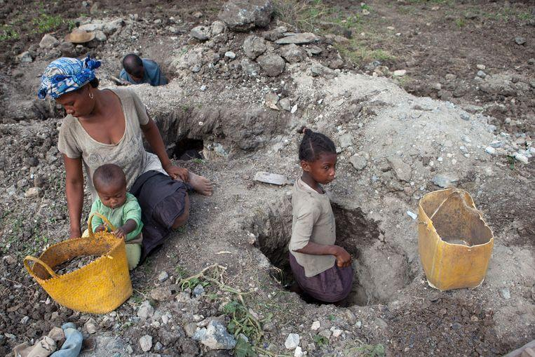 Madagascar: Large-scale child labor in the extraction of mica