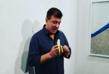 "Photo of ""Hungry artist"" eats $150,000 banana during an art fair"